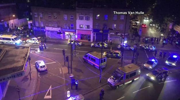Vehículo atropella a peatones en Finsbury Park, Londres