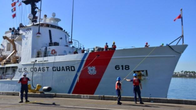 Guardia Costera repatría a grupo de 15 balseros cubanos