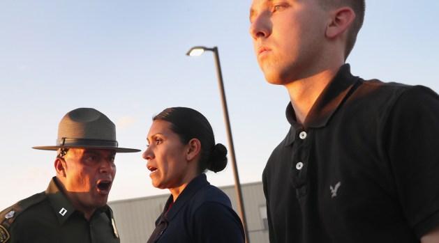 ICE arresta a 32 depredadores sexuales convictos