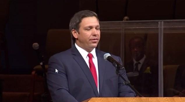 Gobernador DeSantis anuncia becas para estudiantes
