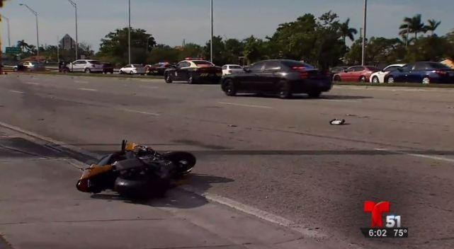 Choque de motociclistas deja un muerto y un herido