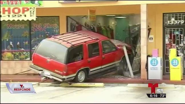 Autos que chocan contra edificios