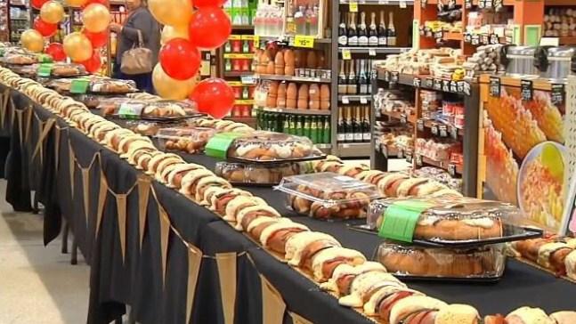 Crean impresionante Rosca de Reyes de 40 pies de largo