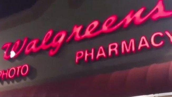 4 hombres armados roban farmacia Walgreens