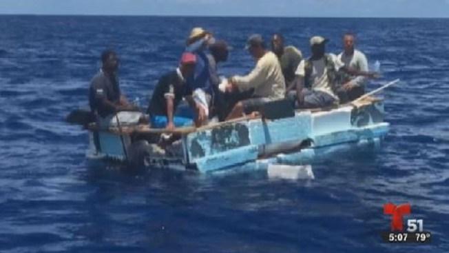 Rescatan a 8 balseros cubanos en el mar