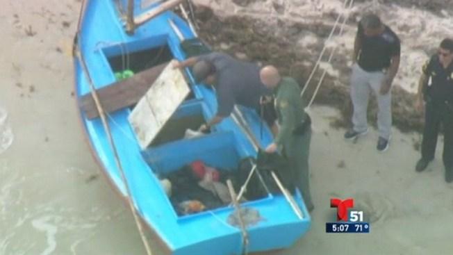 Llegan 8 balseros cubanos en bote de vela