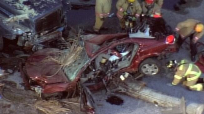 Brutal accidente entre un camión y un auto