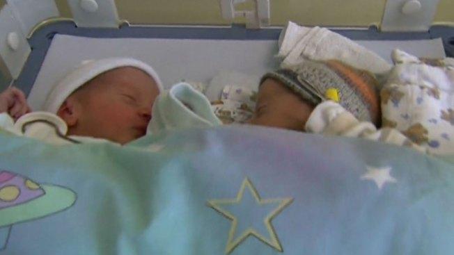 ¡Mujer de 60 años da a luz a gemelos!
