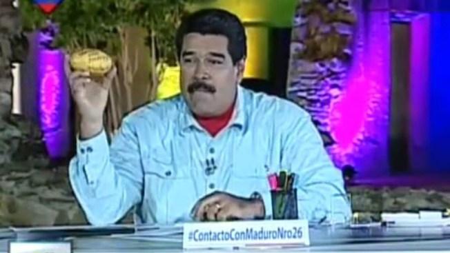 Maduro golpeado por un mango en pleno rostro