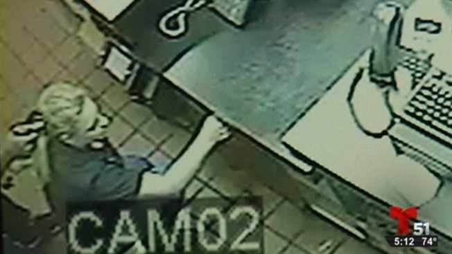 Violento robo a mano armada en Pizza Hut