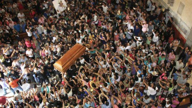 Masiva despedida a Joan Sebastian en catedral