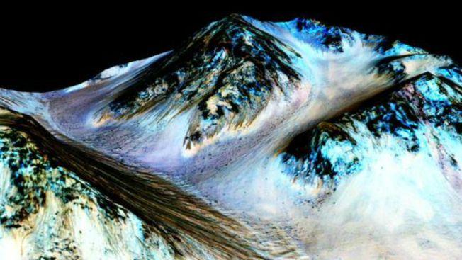 NASA revela pruebas de agua líquida en Marte