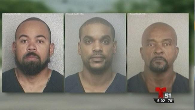 3 policías acusados de compensación ilegal