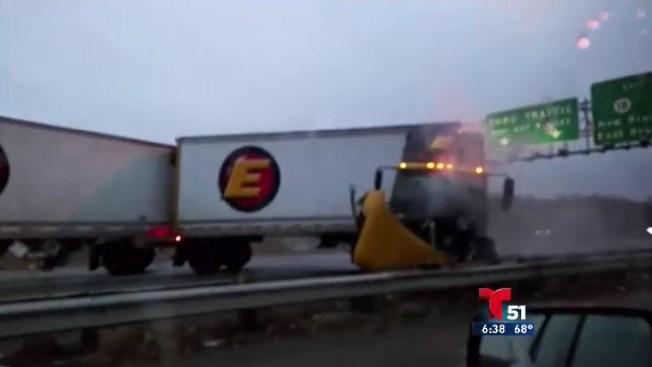 Mira cómo este camión causa el caos