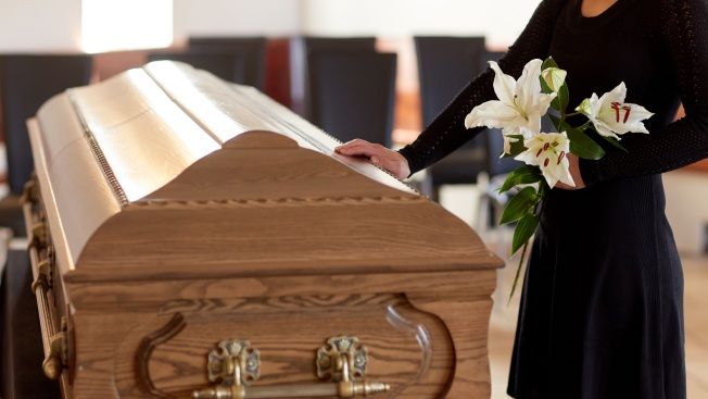 Familia identifica cuerpo por error y el hombre aparece vivo