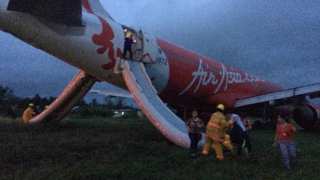 Otro avión de AirAsia se libra de tragedia