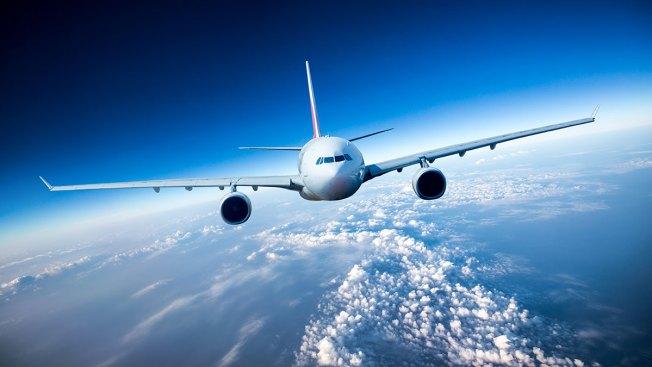 Pasajero se suicida en pleno vuelo
