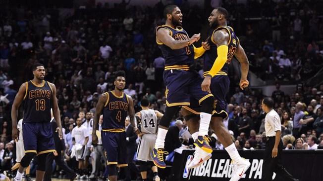 Cavaliers vencen a Spurs en tiempo extra