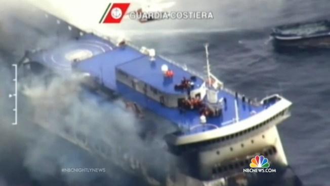 Mueren siete personas en ferry incendiado