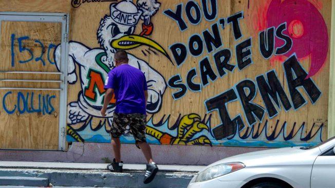 Estudio revela quiénes y por qué deciden pasar un huracán en casa