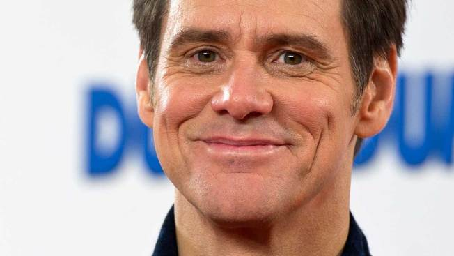 Jim Carrey ataca a gobernador de California