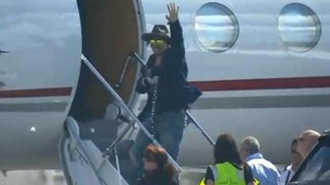 Johnny Depp se lesiona la mano en Australia