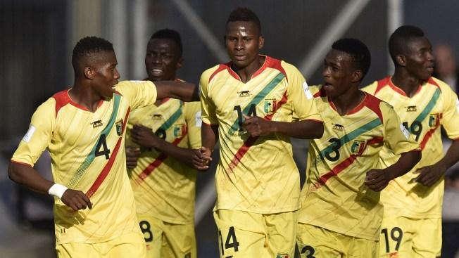 Mali y Uruguay empatan y se meten a Octavos