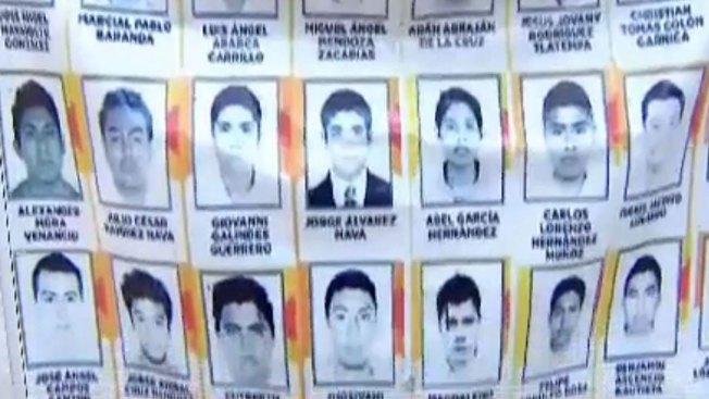 Padres de normalistas piden ayuda a narco
