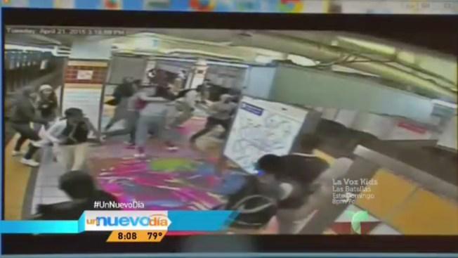 Captado en cámara: riña de estudiantes en metro