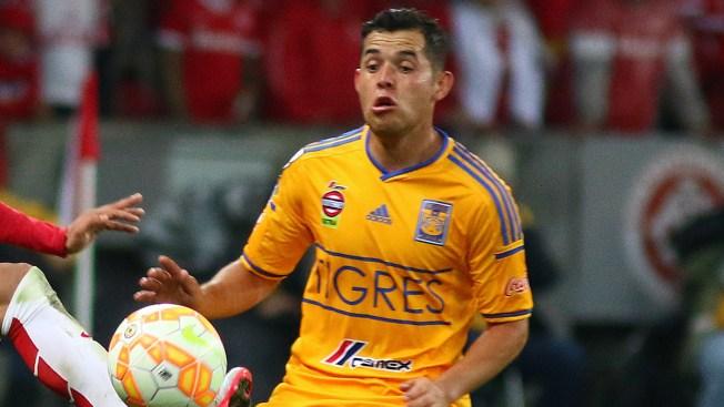 Liga MX 2015: El beso y el desnudo de Israel Jiménez