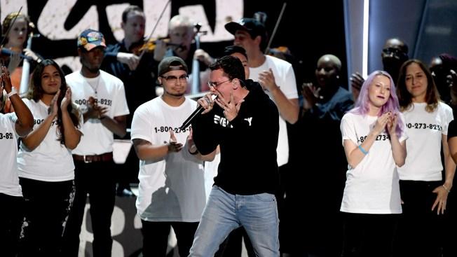 Mensaje sobre suicidio conmueve en premios MTV