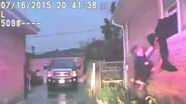 Policías salvan a inválido de morir en incendio