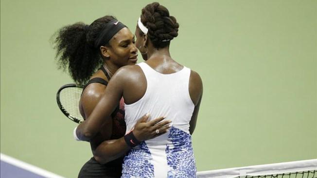Serena Williams gana a su hermana Venus
