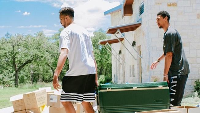 Spurs ayudan a víctimas de las inundaciones