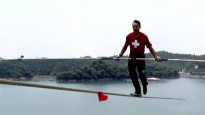 Caminaron sobre la cuerda floja en China