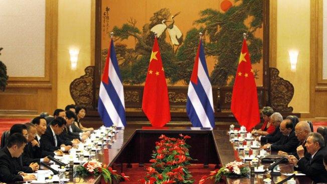 Raul Castro negocia en China