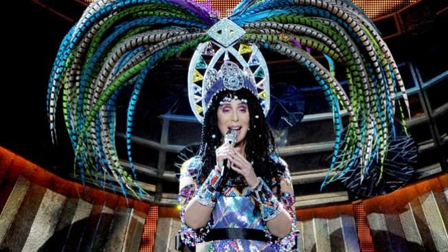 Cher pospone shows por afección viral