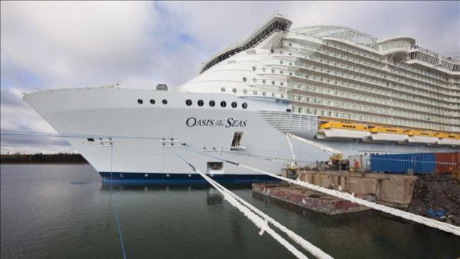 Crucero rescata 23 balseros