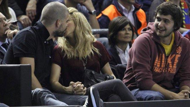 Piqué y Shakira: pasión en las gradas