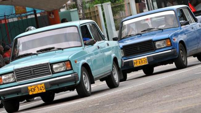 Cuba aprueba venta de autos nuevos