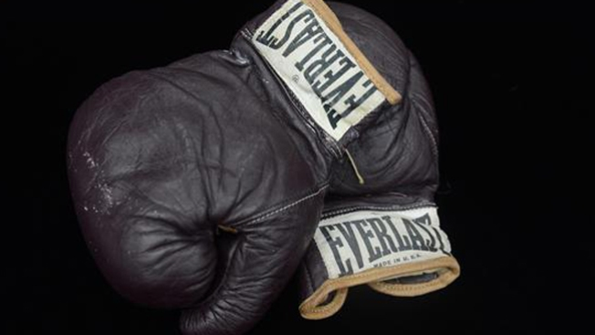 $400 mil por guantes de Alí VS Frazier