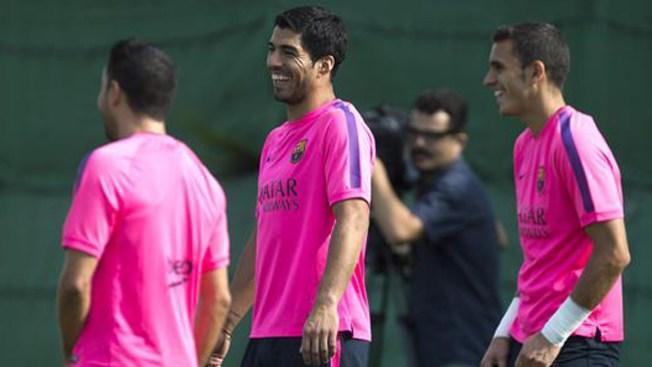 Luis Suárez entrena con el Barcelona