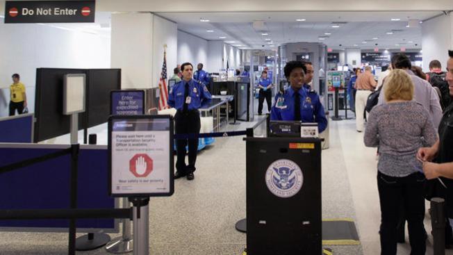 Encuentran fetos en aeropuerto