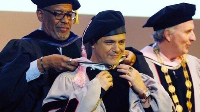 Alejandro Sanz es honorado en Berklee