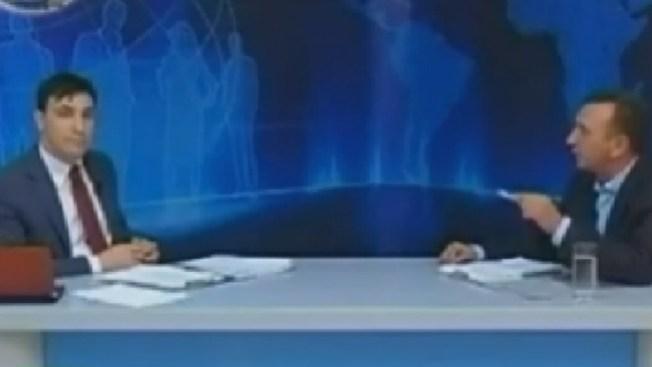Un presentador griego atacado en pleno estudio