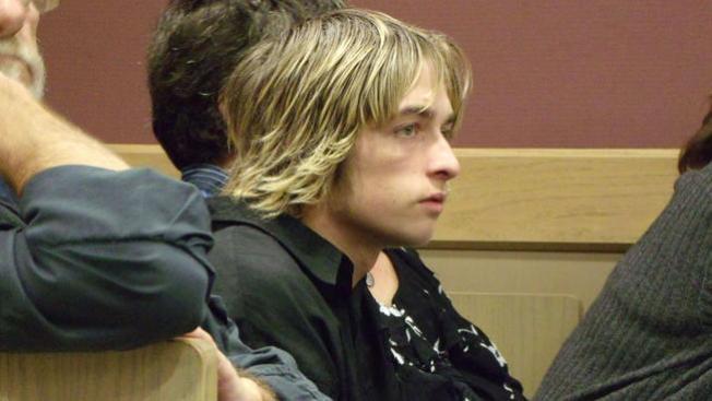Sentencian a adolescentes que quemaron a compañero