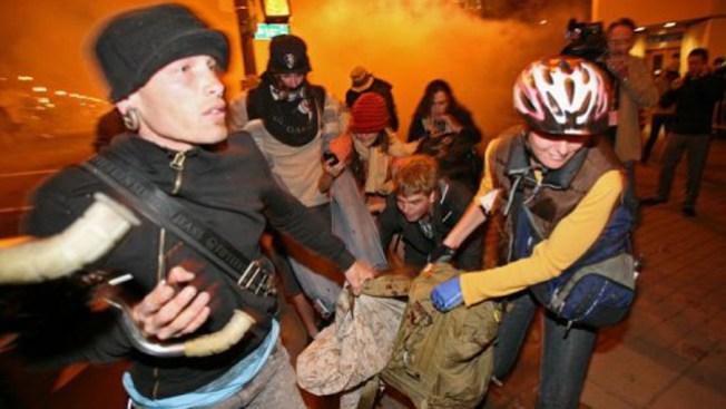 Reprimen a manifestantes en California