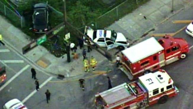 Dos policías chocan dirigiéndose a una emergencia