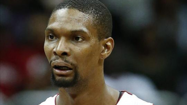 LeBron no juega, pero el Heat arrasa