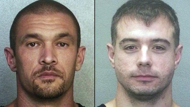 Dos agentes de policía salen bajo fianza